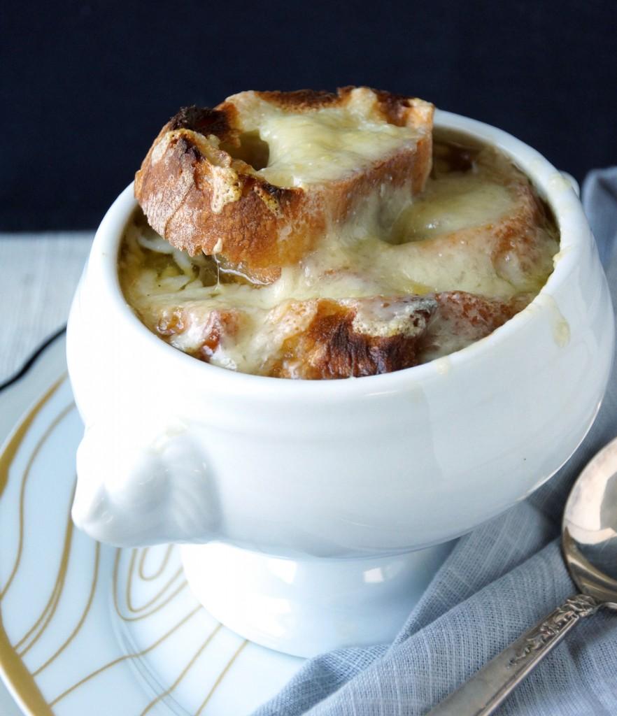 French Onion Soup (Soupe à l'Oignon Gratinée)