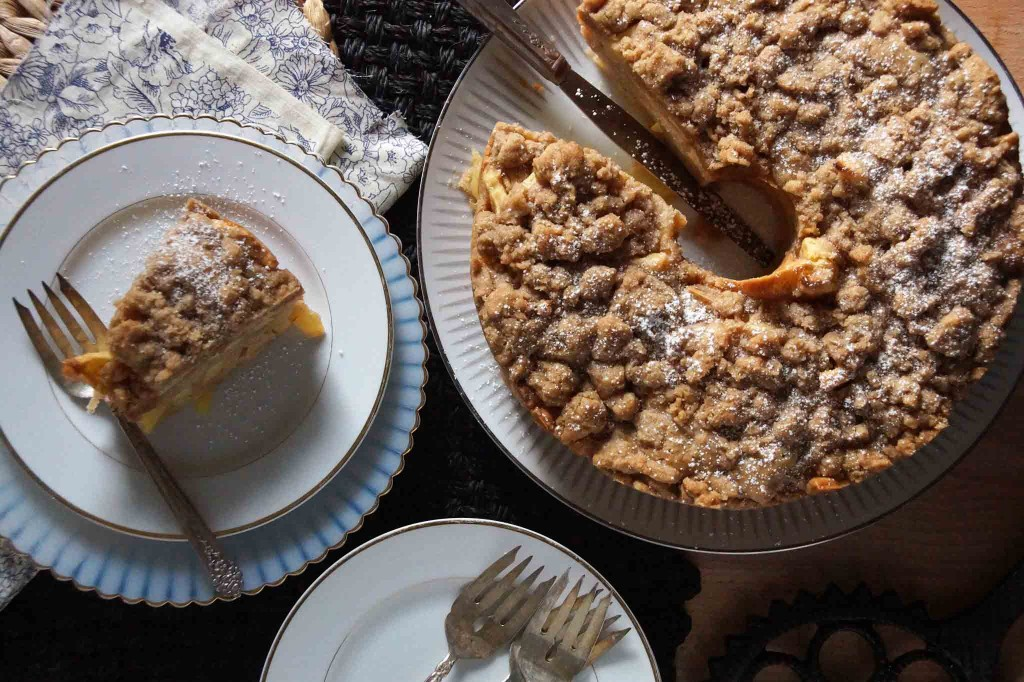 Sour Cream Apple Cake with Brown Sugar Crumble | strawberryplum