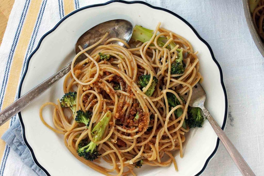 Spaghetti with Roasted Broccoli & Anchovies | strawberryplum