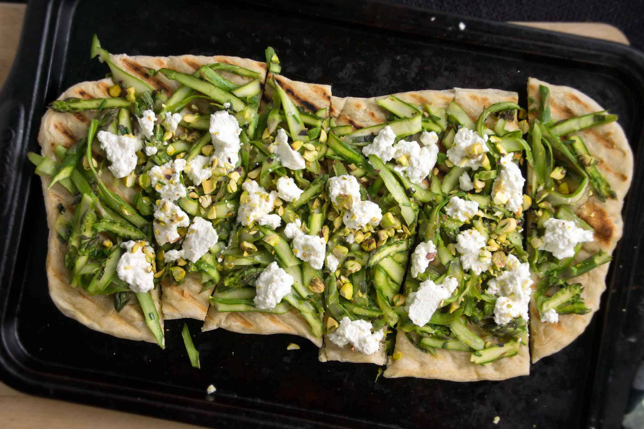 Asparagus & Fresh Ricotta Grilled Flatbread | strawberryplum